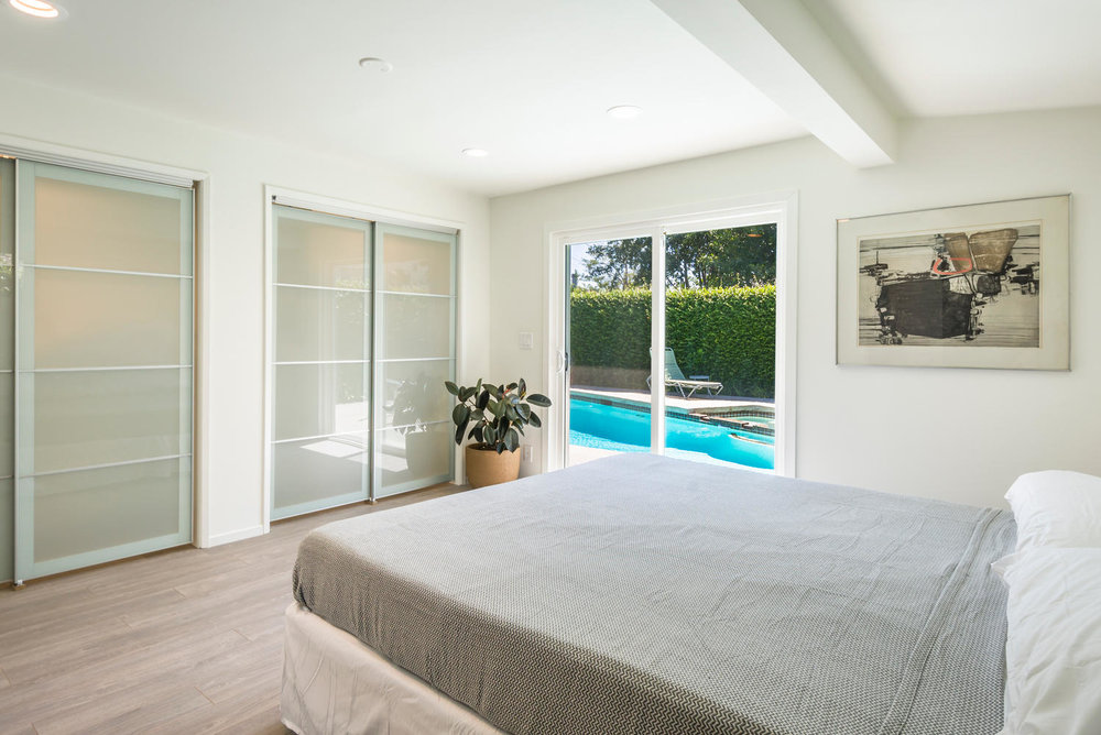 1896 N College Cir Long Beach-large-016-16-Master Bedroom-1499x1000-72dpi.jpg