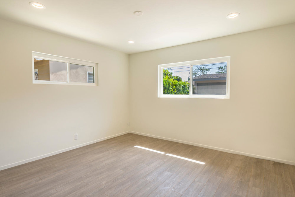 1896 N College Cir Long Beach-large-019-19-Bedroom 1-1500x1000-72dpi.jpg