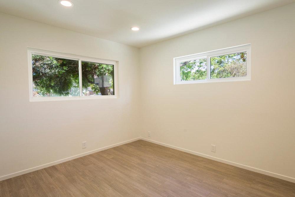 1896 N College Cir Long Beach-large-021-21-Bedroom 2-1500x1000-72dpi.jpg