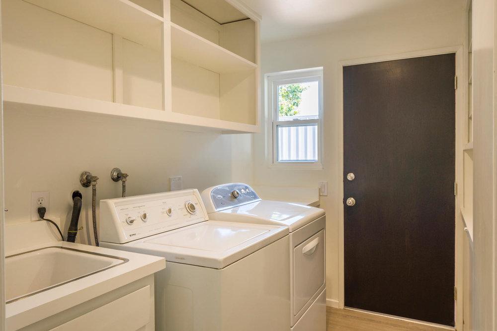 1896 N College Cir Long Beach-large-022-22-Laundry-1500x1000-72dpi.jpg