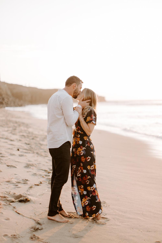 San Diego engagement photography at Sunset Cliffs020.jpg