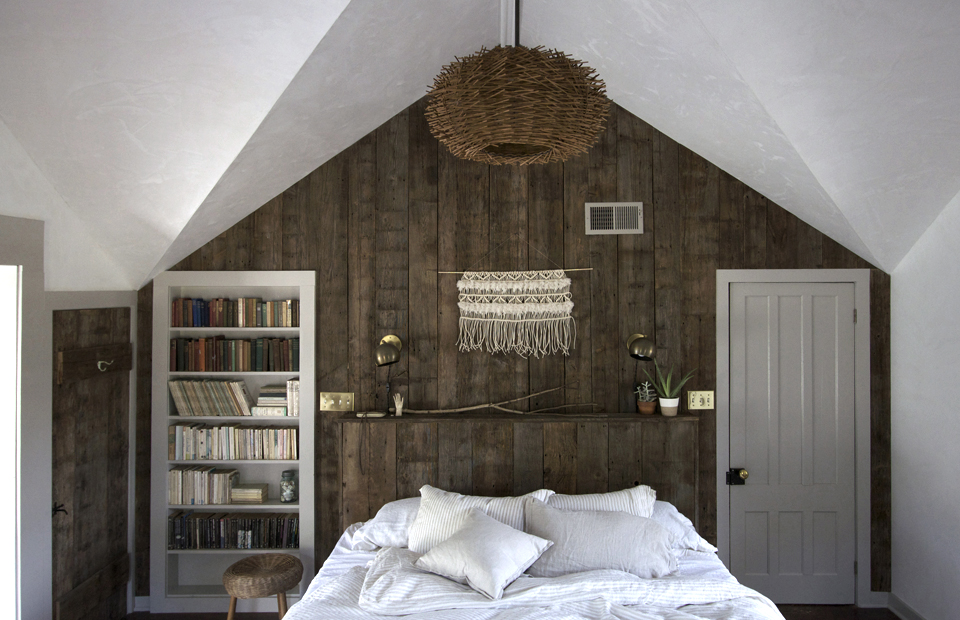 Jersey_Ice_Cream_Co_Beth_Kirby_Magic_Egg_Farmhouse_Catskills_Louise_Dockery_Paper_and_Moon_bed.jpg