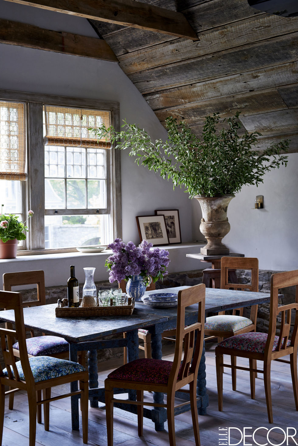Virginia_Tupker_Mikkel_Vang_Bedfor_New_York_Carriage_House_Louise_Dockery_Paper_and_Moon_dining_table_rustic_blue.jpg