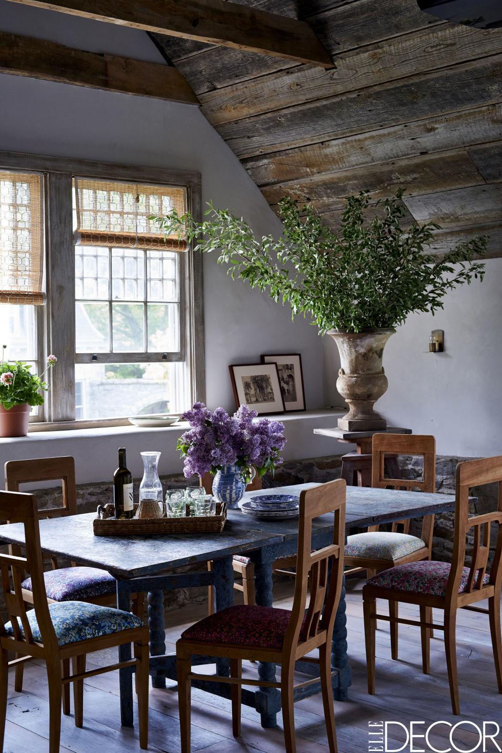 Virginia_Tupker_Mikkel_Vang_Bedfor_New_York_Carriage_House_Louise_Dockery_Paper_and_Moon_dining_table_rustic_blue.jpg