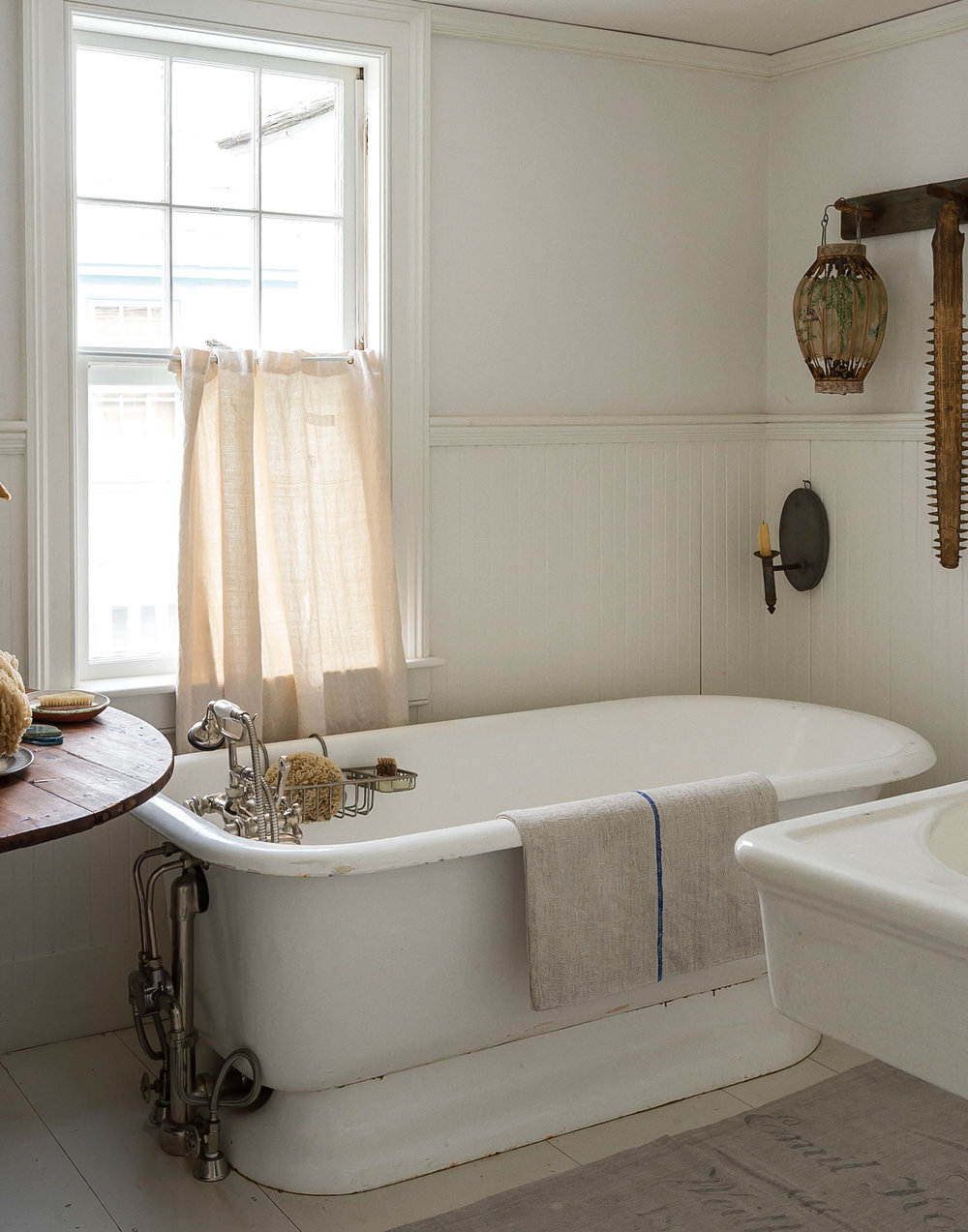 John-Derian-Bathroom-tub.jpg