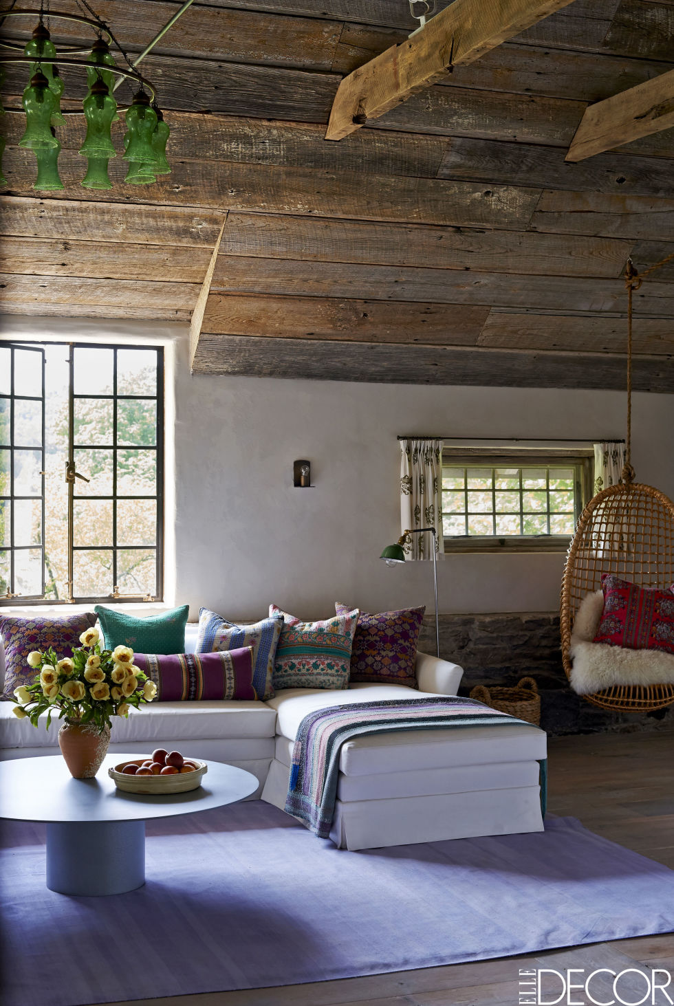 Virginia_Tupker_Mikkel_Vang_Bedford_New_York_Carriage_House_Louise_Dockery_Paper_and_Moon_white_sectional_colorful_pillows