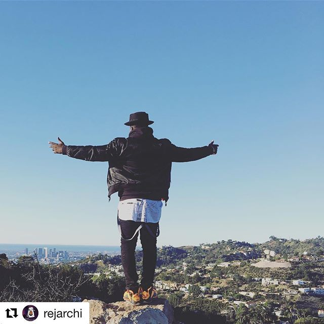 #Repost @rejarchi with @get_repost ・・・ The sky is not to high for me to test my limits #rejarchi #rejarchimusic #styrofoamcup #ontopoftheworld #teamrejarchi #cali #views 🔛🔝🔜🥤 #🙏🏽