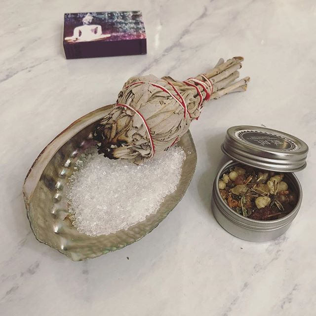 How do you like to start your week? ✨ . . Burning sage, incense, or palo santo are always a part of my routine for the beginning of the week.🙏🏻📿 . . Clearing my mind, setting my intentions, connecting with myself, all to better serve my community 🙌🏻✨.