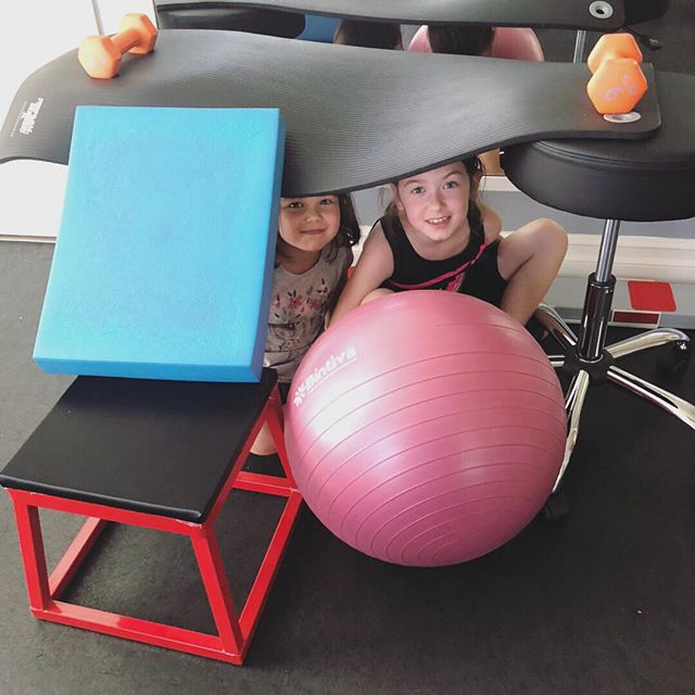 When mommy's busy getting checked and adjusted, we build forts!!!! 🙌🏻👯‍♀️. . These two always find a way to have fun while waiting for their turn to get adjusted 🥰♥️