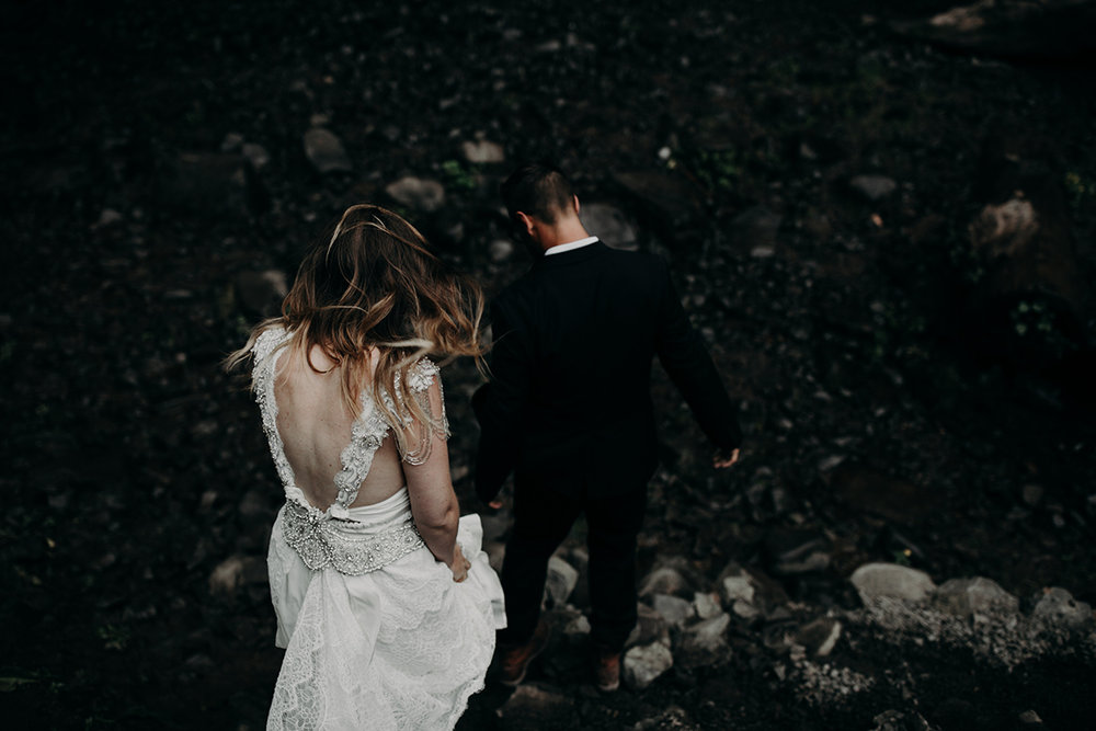 Rainy Columbia River Gorge Wedding Emily Magers Photography-100.jpg
