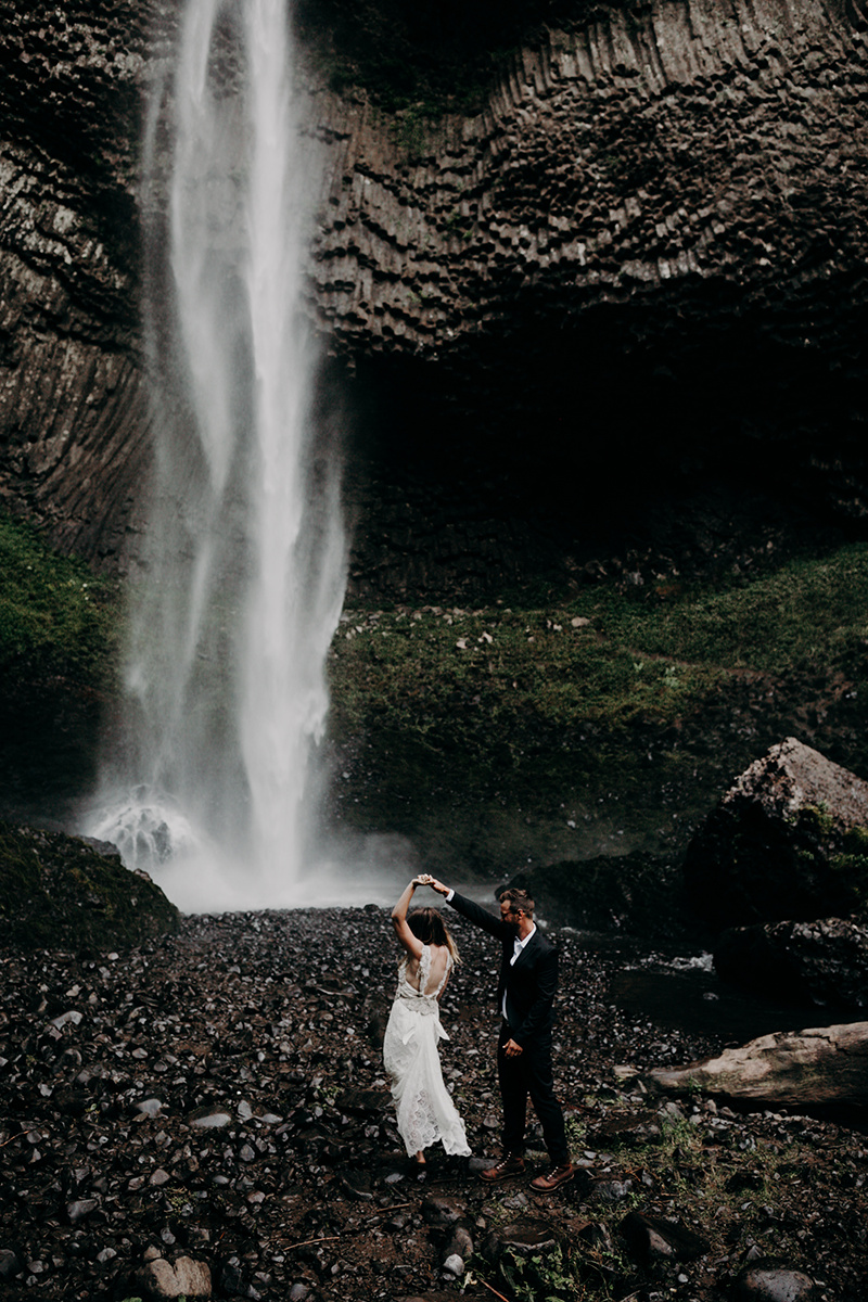 Rainy Columbia River Gorge Wedding Emily Magers Photography-106.jpg