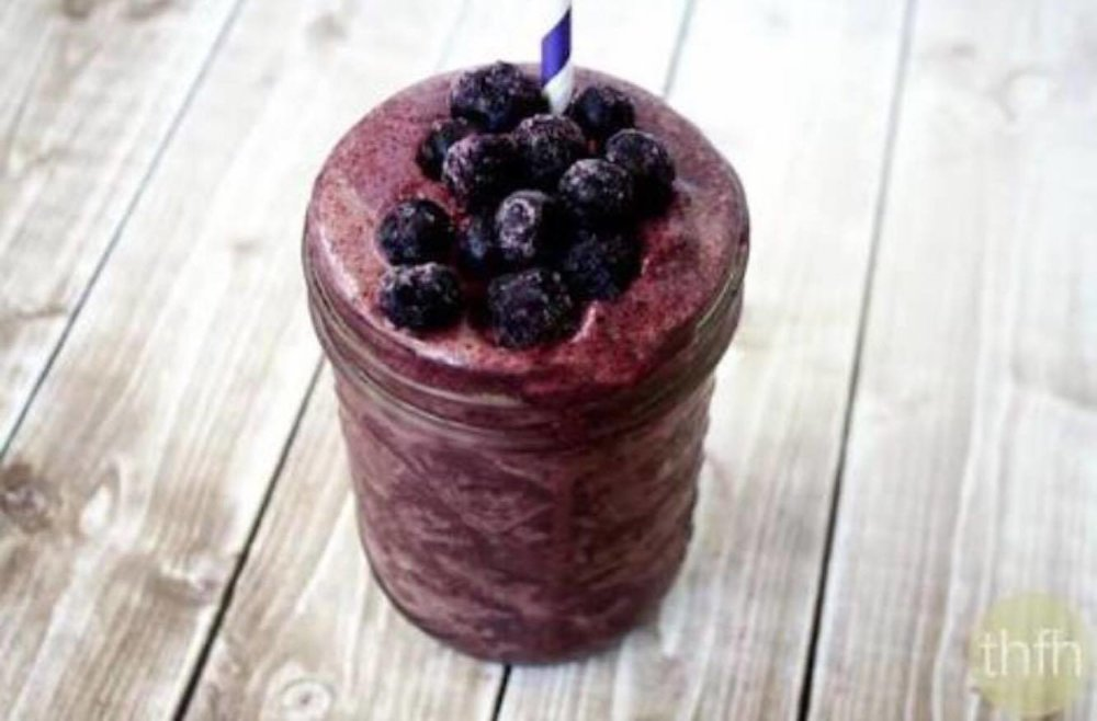Ingredients:  500ml of coconut/almond milk 2 scoops of 'clean' organic protein 1 ripe banana Half an Avocado 1 tablespoon on Acai powder Handful of organic blueberries 1 Tablespoon of organic Coconut oil 100ml of Coconut cream 1/2 teaspoon of Cinnamon 1/2 teaspoon of Nutmeg Pinch of Celtic sea salt Pinch of Black pepper