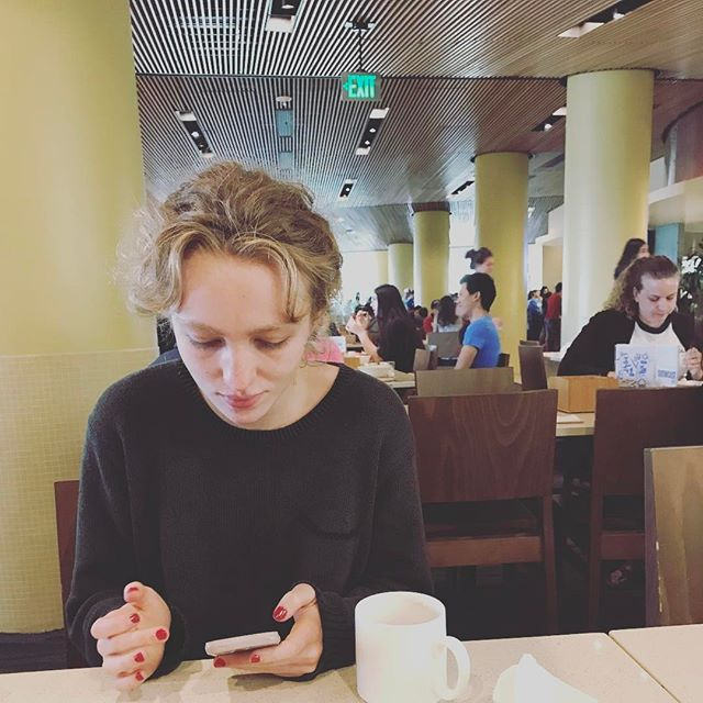 Had brunch with my adroit mentee @rhiannonmcgavin in a dining hall at #UCLA & wow do they got nice digs. It felt like being at a chipotle where no one gets sick.
