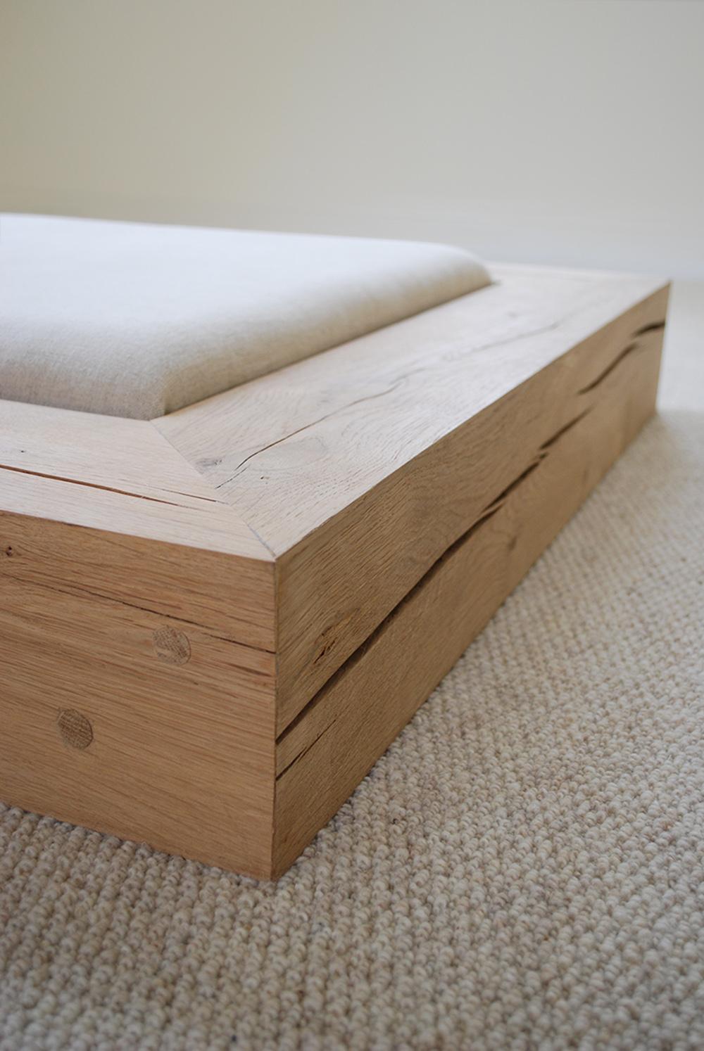 Seat   Oak and upholsterd linen  100cm x 100cm x 20cm 2007