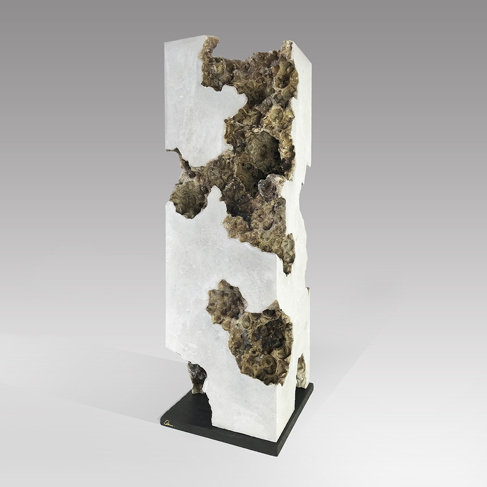 Traces x  - 50cm x 18cm x 18cm - concrete on eucalyptus wood base