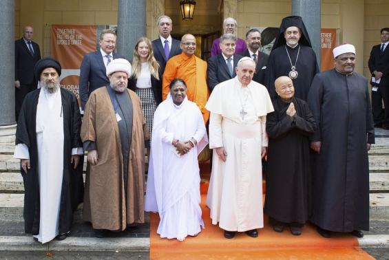 Pope Francis (front 3rd R) poses with religious leaders during a meeting at the Pontifical Academy of Sciences at the Vatican December 2, 2014.