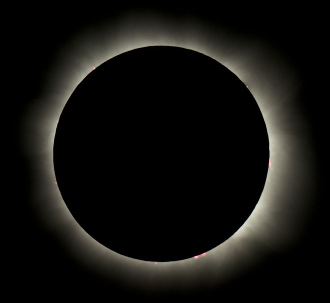 Astrophotographer Bob Hatfield took this image of the total solar eclipse on Nov. 14, 2012 from a cruise ship north of Douglas, Australia. - See more at: http://www.space.com/32157-total-solar-eclipse-2016-indonesia-pacific-guide.html#sthash.T4q5X9Pk.dpuf
