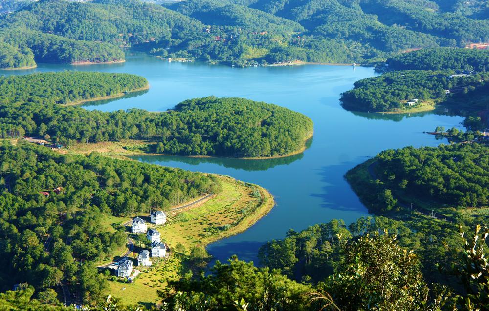 Tuyen Lam lake...