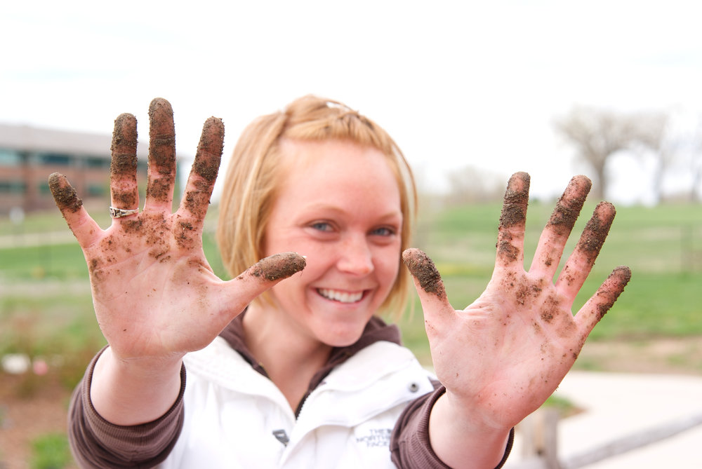 Dirty Hands!_Gardening Volunteers_2010_hm.jpg