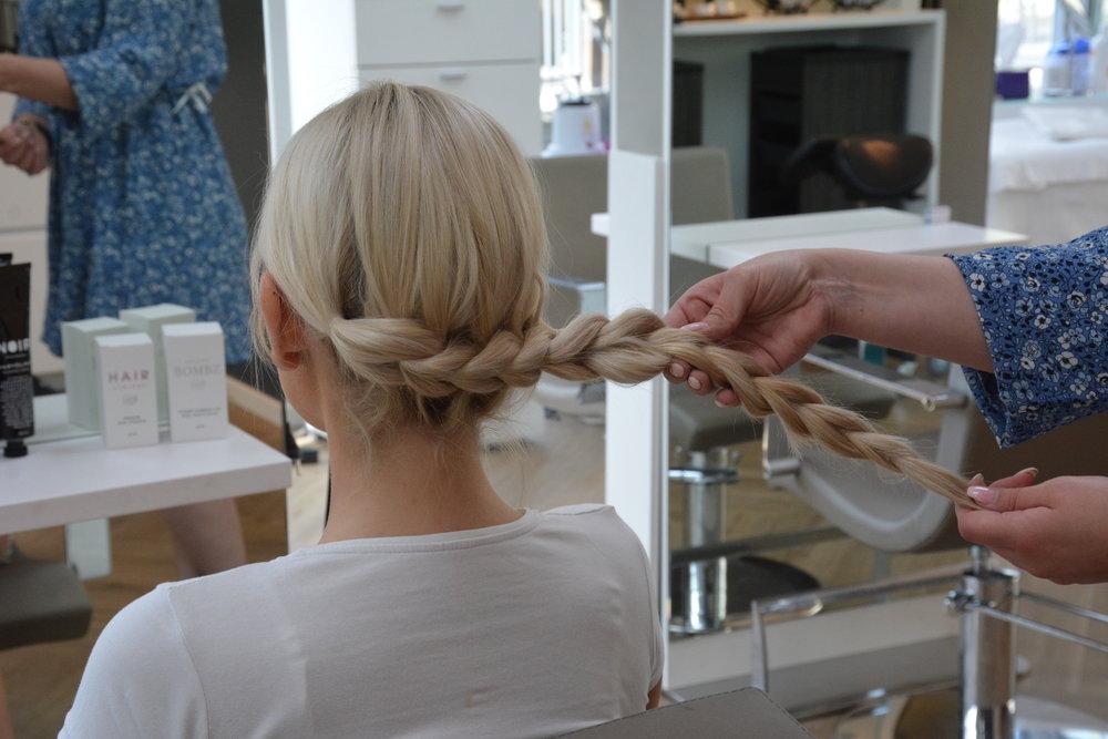 Fortsett til det er ca 5-7 cm igjen av håret.