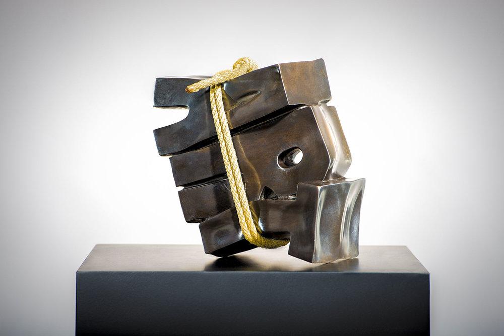 Art Sanglé  (2015) | bronze, chanvre | 25 x 25 x 15 cm | oeuvre originale | © Jean-René Broyer