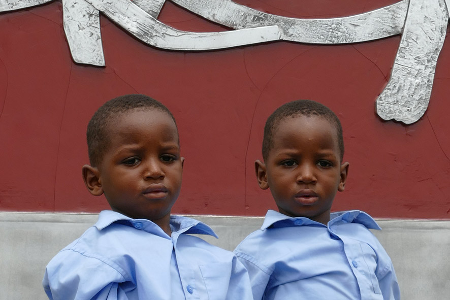 cipre_artiste_sculpteur_inauguration-monuments_16_juin_conakry_capitale_mondiale_du_livre_2017_unesco_23.jpg