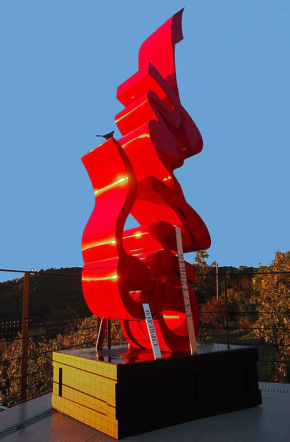 Enjoy  (2014) | aluminium | 335 x 125 x 95 cm | 1/1