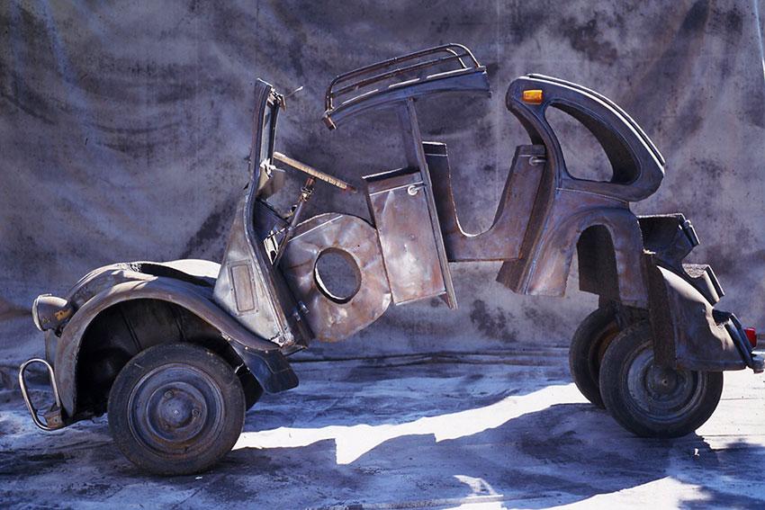 Voiture  (2001) | 2CV soudée | 320 x 190 x 210 cm | 1/1
