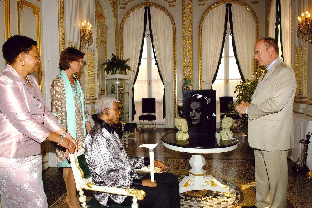 De gauche à droite, Madame Graça Machel, La Princesse Caroline de Hanovre, Monsieur Nelson Mandela, SAS Le Prince Albert II de Monaco.