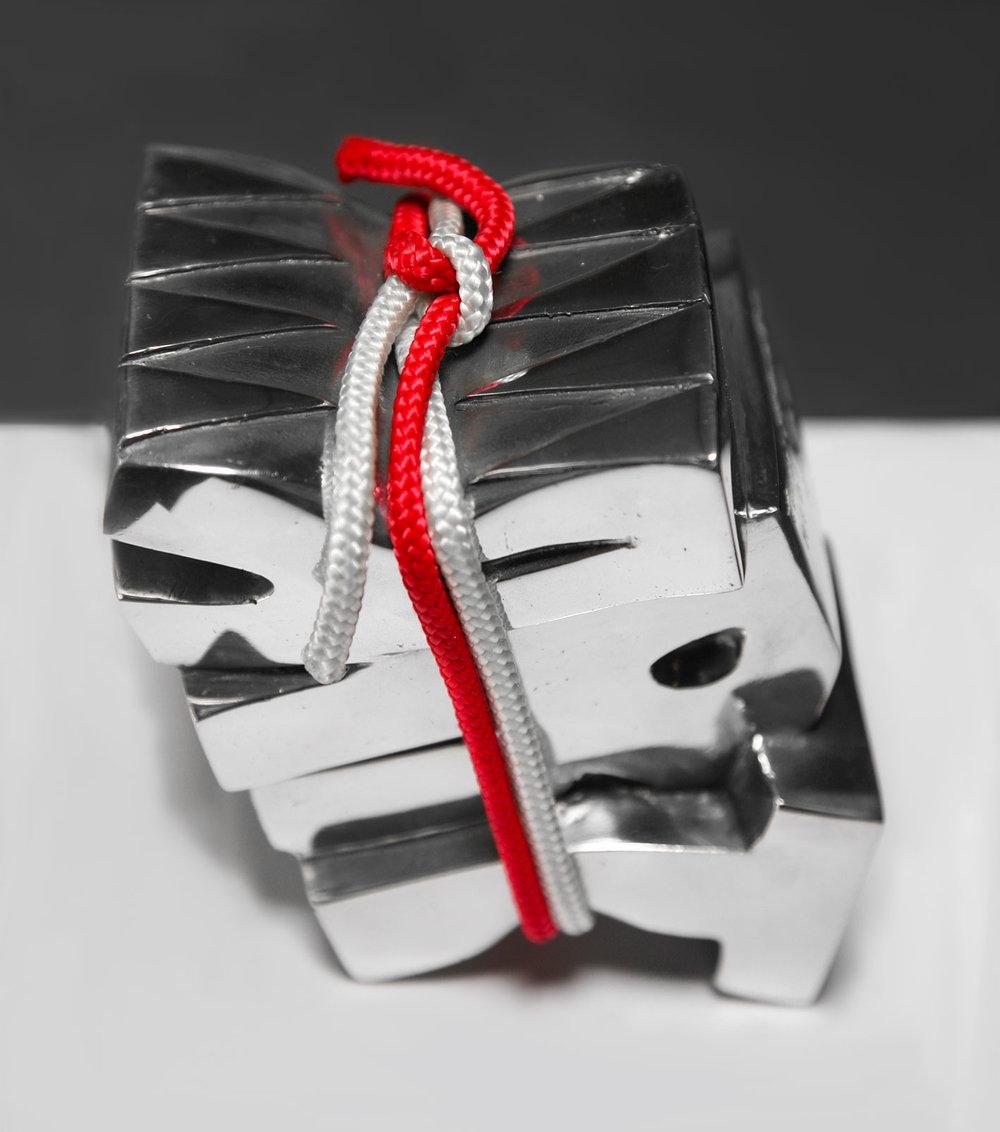 Art Sanglé  (2016) | aluminium, chanvre | 15 x 13 x 10 cm | 3 exemplaires