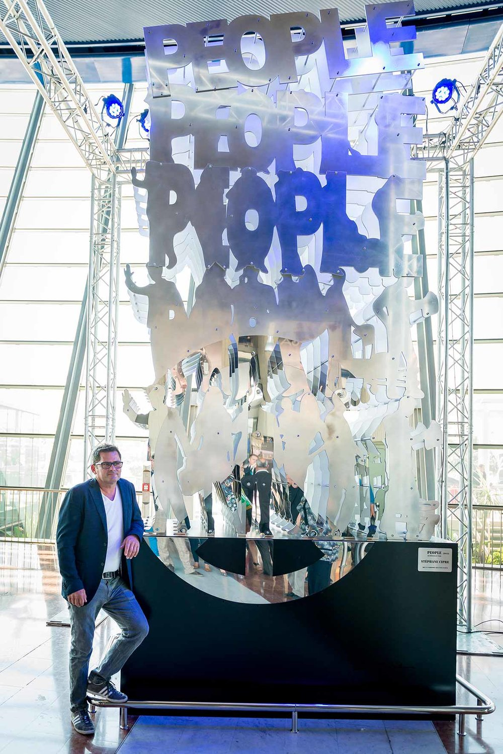 People (2015) | aluminium, inox | 480 x 200 x 100 cm | 1/1