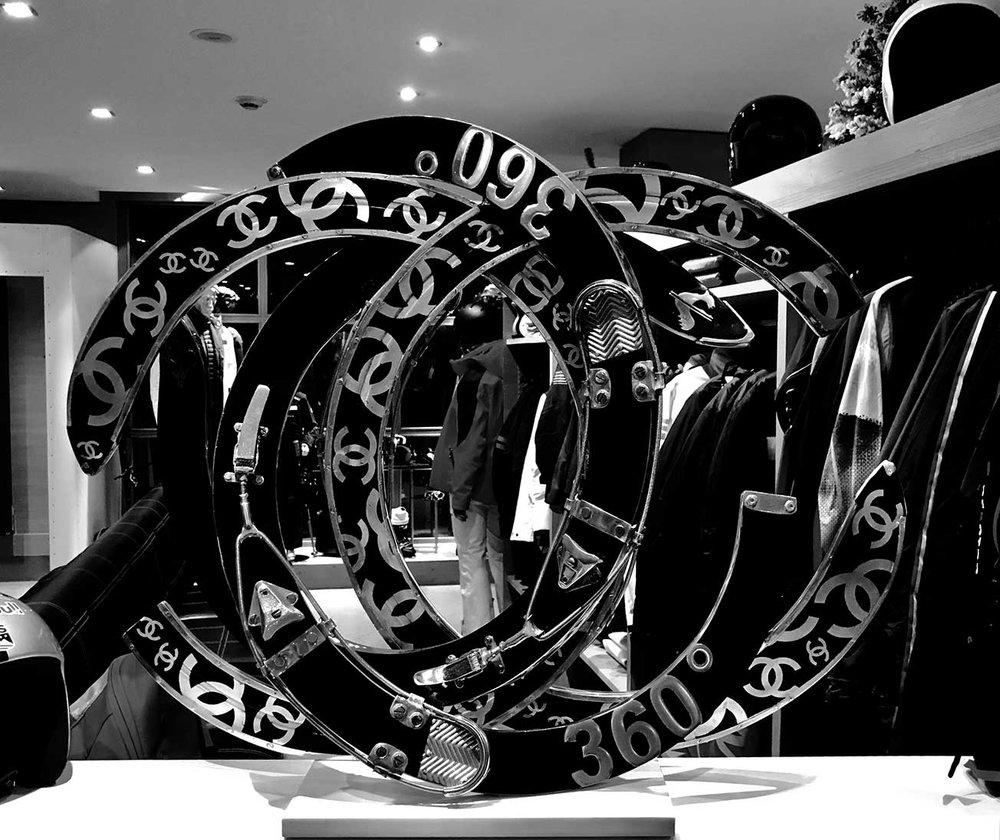 cipre_artiste_sculpteur_exposition_logo_etablissement_luxe_palace_courchevel_le_k2_collections_oeuvre_360_degres_channel_ski_rossignol_NB.jpg