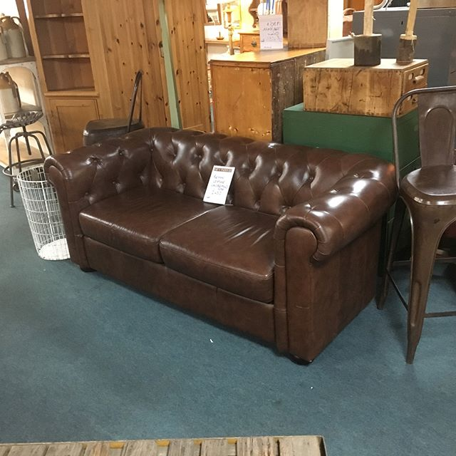 We have Chesterfield all colours all sizes! #chesterfields#vintage#fleamarket#fadandfaded