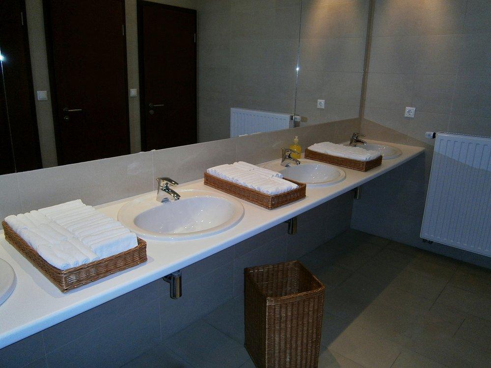 bathroom-734017_1920.jpg