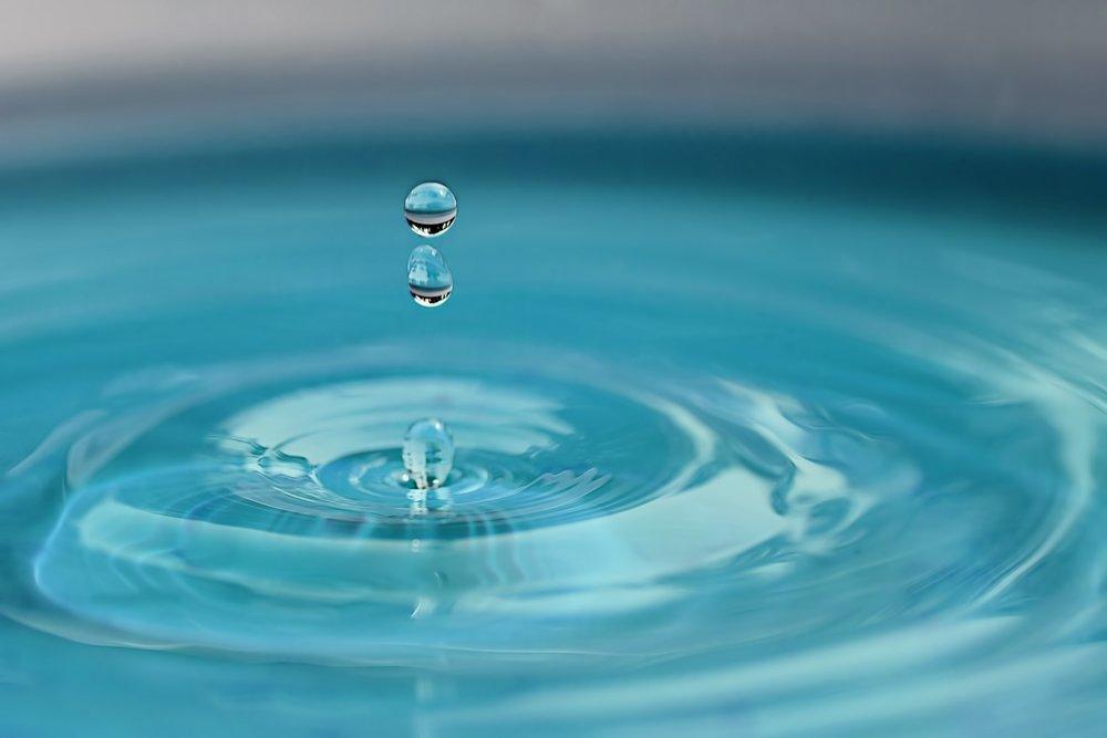 water-drop-2670119_1920.jpg