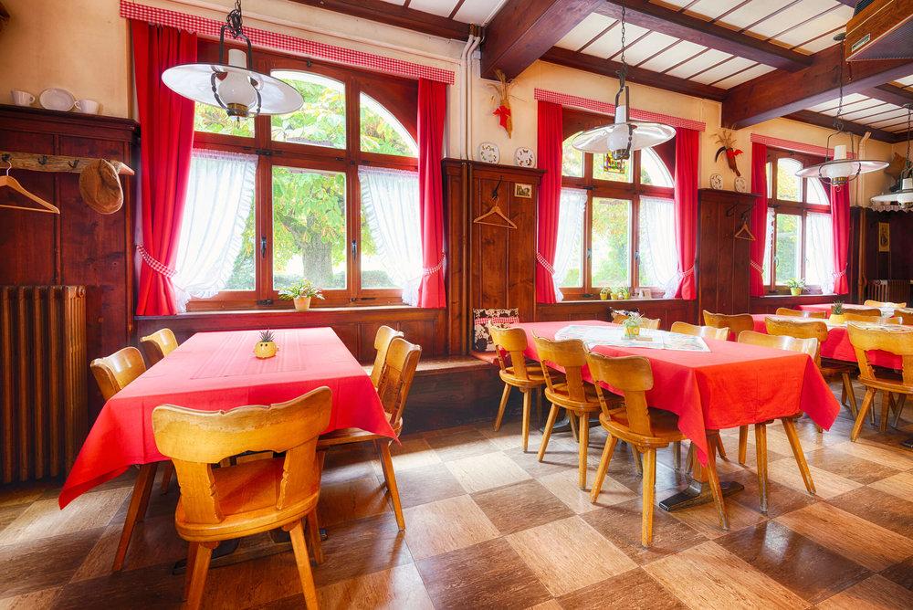 Restaurant Schönmatt innen 2.jpg