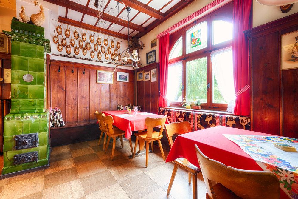 Restaurant Schönmatt innen 1.jpg