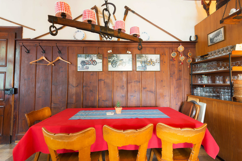 Restaurant Schönmatt innen 3.jpg