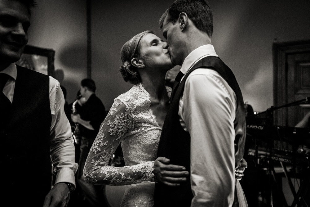 Orchardliegh-House-Wedding-Photography-050.jpg