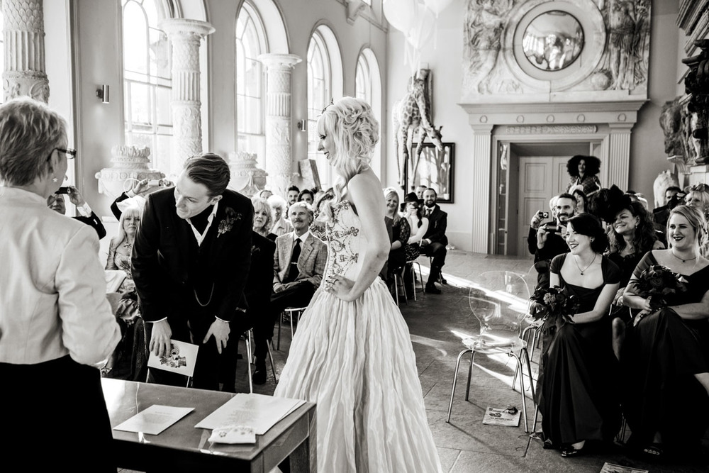 wedding-photography-taken-at-aynhoe-park-in-oxfordshire-019.jpg