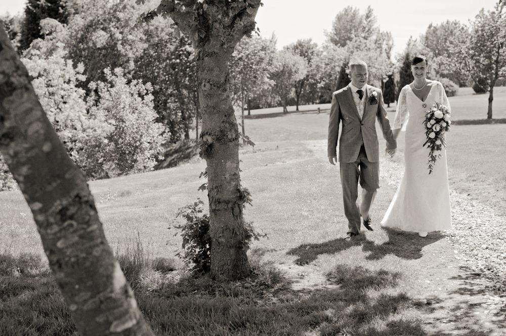 Donnington-Valley-Hotel-Wedding-Photographer-020.jpg