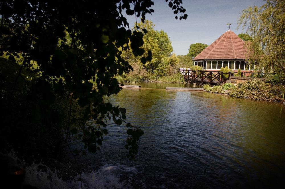 Donnington-Valley-Hotel-Wedding-Photographer-021.jpg