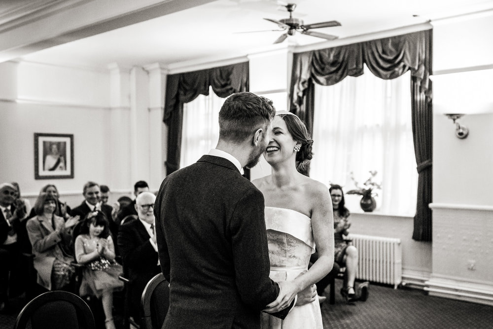 natural black and white wedding photos 005.jpg
