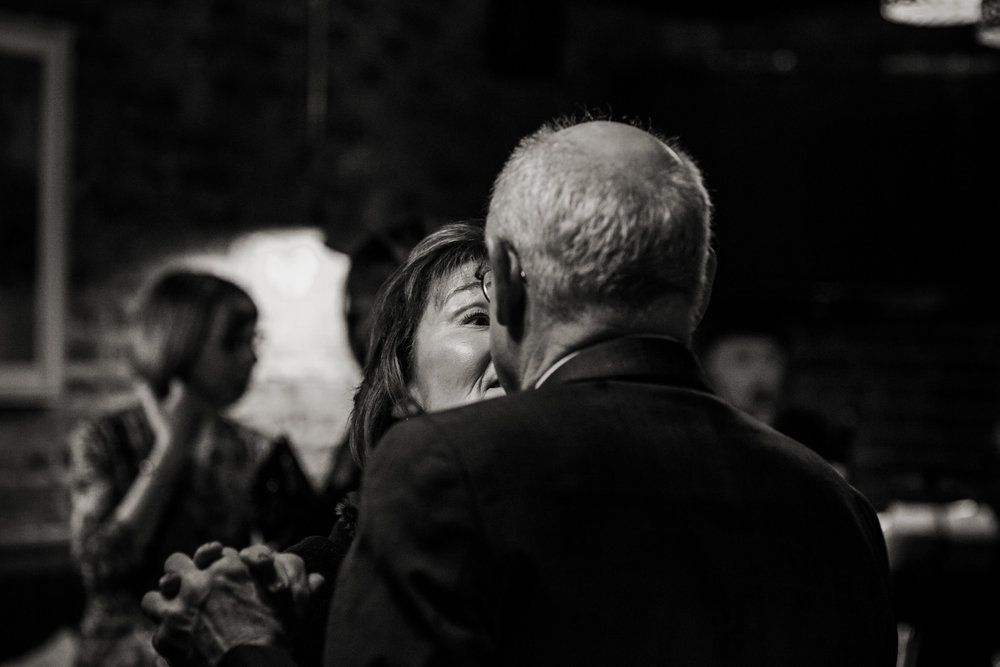 natural black and white wedding photos 014.jpg