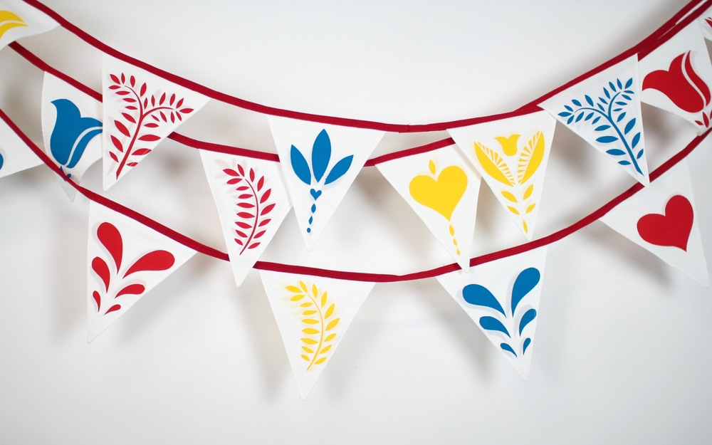 7.9 metres hand sewn and hand screen printed triangular bunting:   Flags measure 18.5 cm wide x 21 cm high  Flags are printed on both sides for ease of hanging.   HIRE:   £3.50 per metre  BUY:   £12 per metre