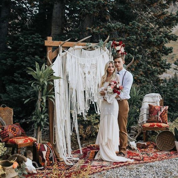 Macramé Wedding Backdrop, via thebohemianwedding.com .