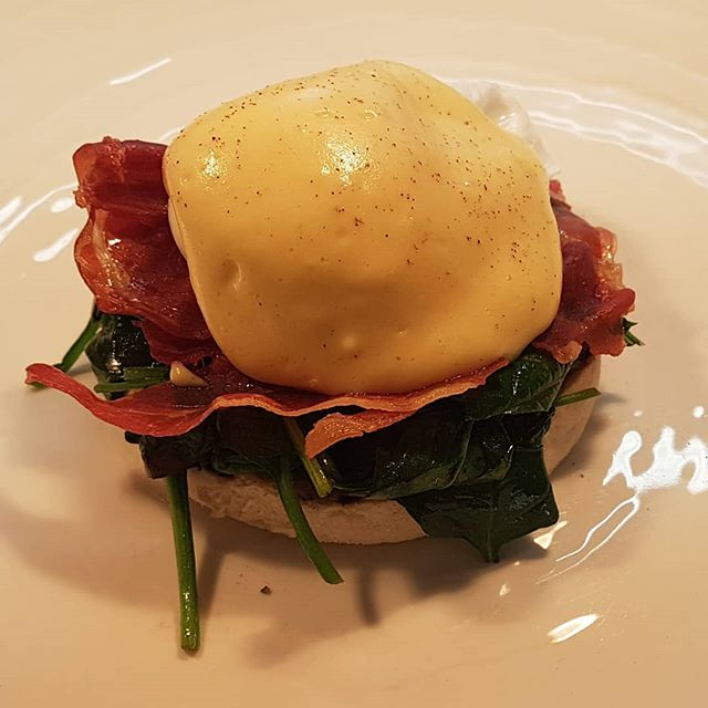 Far too good to be kept to breakfast! Eggs benedict, crispy Parma ham, buttered spinach, lemon hollandaise, on today's specials • • • • #lunch #dinner #instafood #instagood #yum #delish #howdoyoulikeyoureggs #gastropubskent #aahospitality #thegoodfoodguide #tasteofkent  #locallysourced