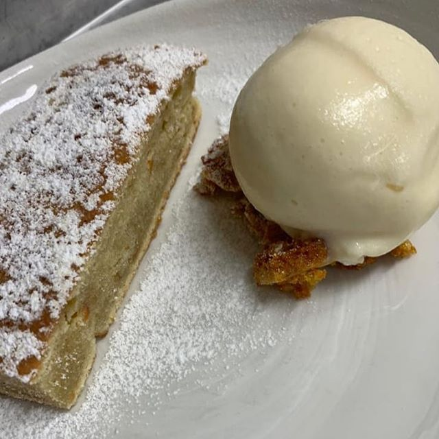 Today is definately a pudding kinda day!  Lemon carrot cake, lemon buttermilk ice cream and honey comb 😋 • • • • #pudding #sweettooth #dessert #yummy #delish #foodie #foodiepics #gastropub #gastropubkent #sogood