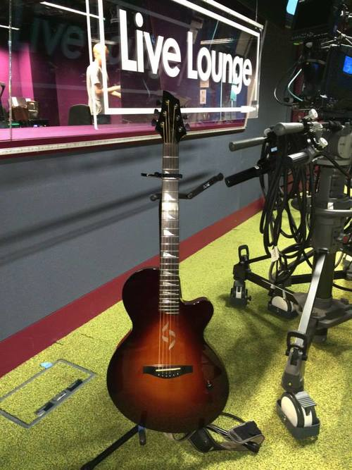 J2+Case+Guitar+BBC+Live+lounge-1.jpg