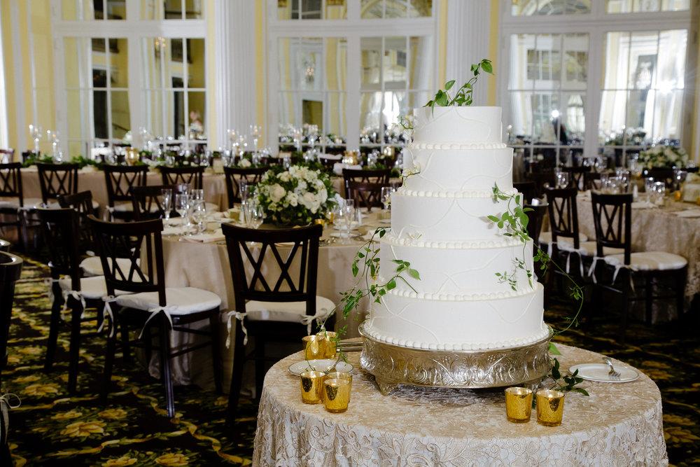 Grand Rapids, Michigan White Wedding Cake Photos